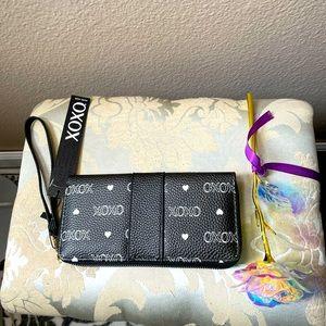 XOXO Wallet Women's Black and White Zip NWT